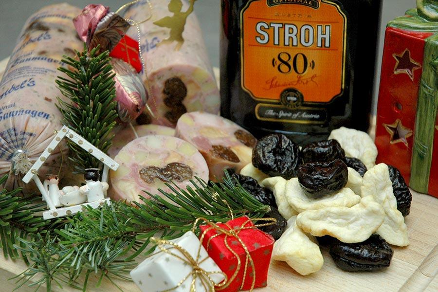 Saumagen mit Äpfeln und Pflaumen in Rum eingelegt